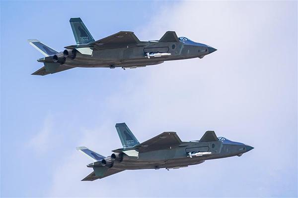 人民空军成立70周年述评:重托化作凌