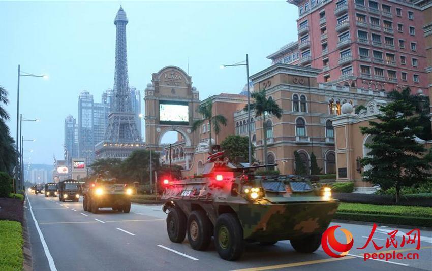 驻澳门部队严格按照驻军法组织建制单位轮换(2016年8月29日摄)。(叶华敏 摄)