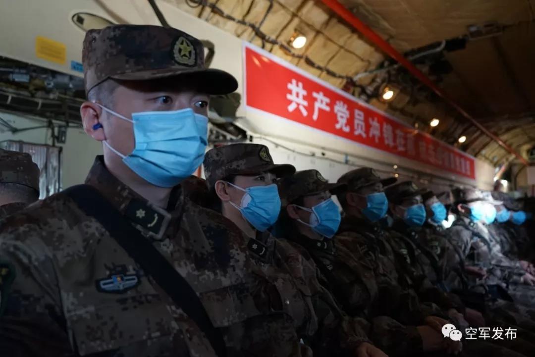 紧急空运!空军8架大型运输机空运军队支援湖北医疗队抵汉