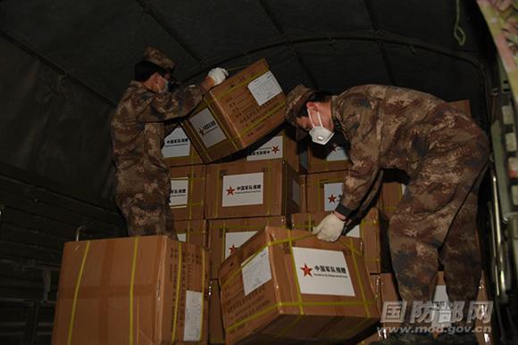 中国军队向伊朗武装力量援助抗疫医疗物资