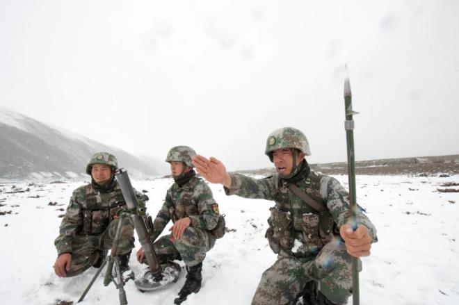 """初夏,""""两不怕""""旅雪中练兵"""