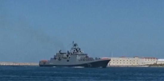 """俄罗斯""""埃森海军上将""""号护卫舰(来源:中国军网)"""