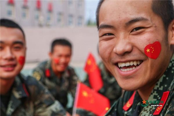 与国旗同框 武警官兵用青春告白祖国