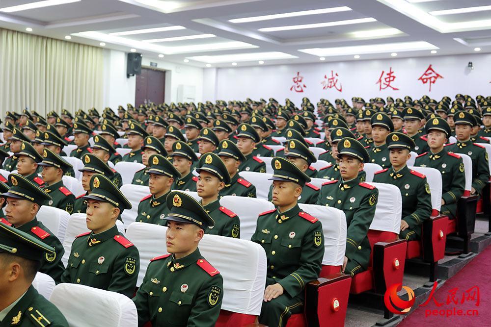 500余名今年夏秋季入伍的新战士正式成为中国人民武装警察部队一员。