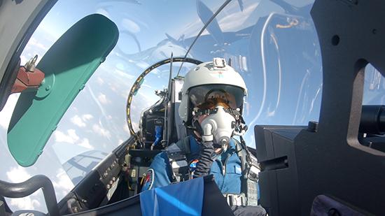 历经生死考验,一等功飞行员王建东重返蓝天