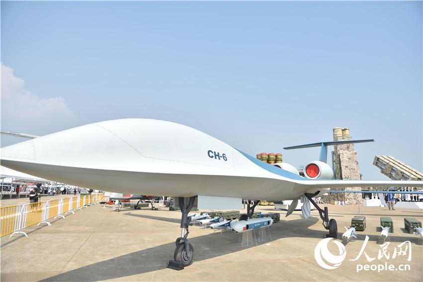 彩虹-6大型双发无人机首次公开亮相。人民网记者 郝萍摄