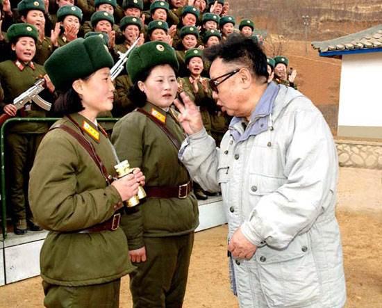 金正日指示多为士兵拍照片与军属分享 (7)--军
