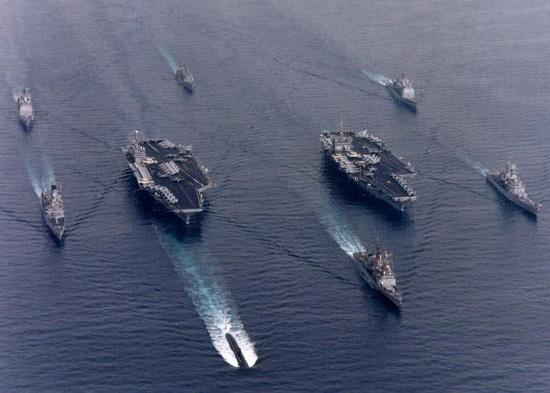美国海军双航母编队