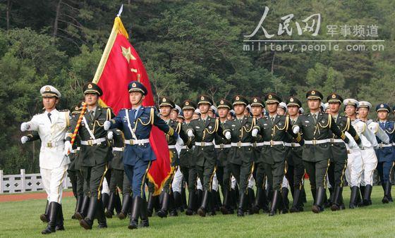 全军部队换穿07式军服掠影