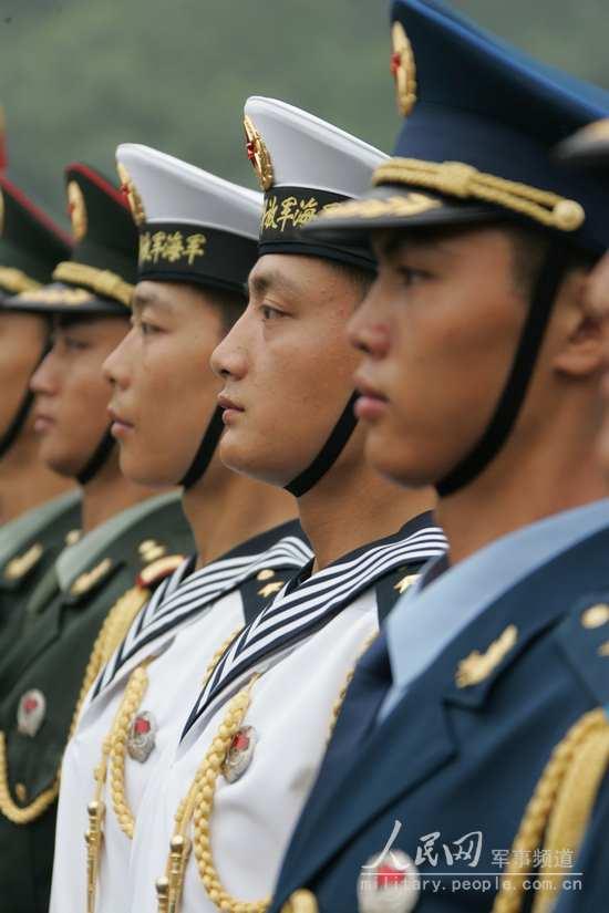全军部队换穿07式军服掠影 6