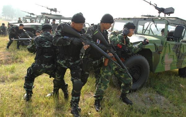 2007 中泰陆军特种兵训练 中国功夫PK泰拳