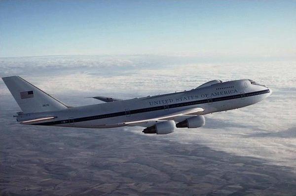 波音向美国空军交付翻新的e-4b飞机 (4)