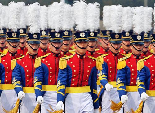 月11日,韩国陆军军官学校在首尔举行第64届毕业生典礼,韩国新当