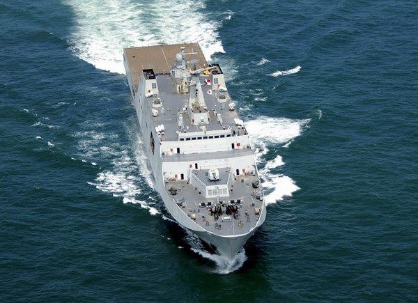 """此外,护航编队在航行经过纳士纳群岛附近海域时,""""昆仑山""""舰还实施了"""