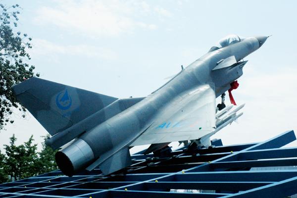 中国一航歼十飞机等比例模型(摄影黄子娟)