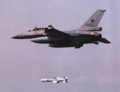 台湾空军第401联队的6821号f-16b