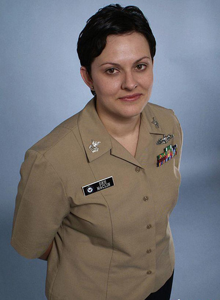 美国海军女兵常服-美陆军将换着蓝色新军服 新增服役资质章