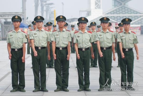 驻守 鸟巢 的武警部队进行队列训练图片