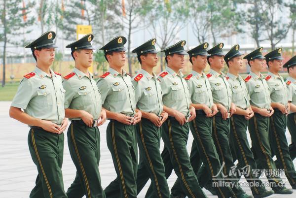 驻守 鸟巢 的武警部队进行队列训练 9图片