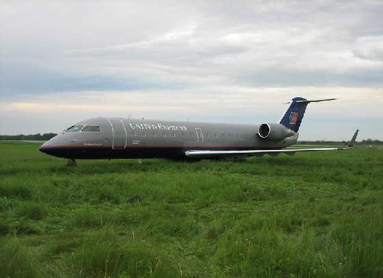有惊无险,令人后怕,当飞机滑出跑道 (5)