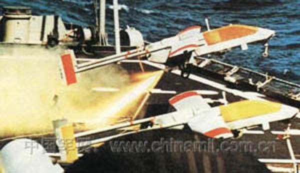 """电子战飞机  发展过程 :  """"先锋""""是以色列研制的微型无人驾驶飞机"""