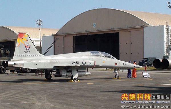队f-5f型战斗教练机