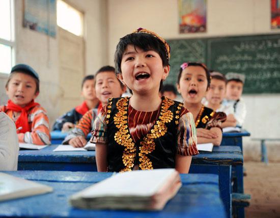 课堂上小朋友们轻松愉快. 图片:中国空军