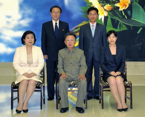 朝鲜最高领导人金正日16日会见了正在平壤访问的韩国现代集团会长玄图片