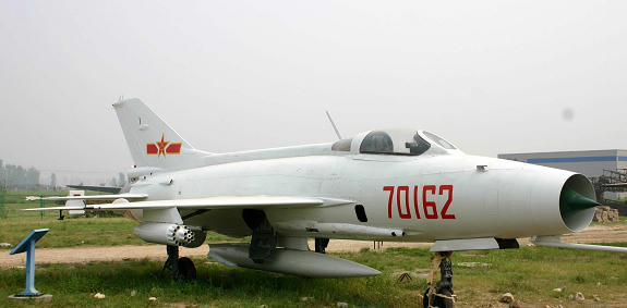 我国第一种三代战机歼10和我国创新研制的第三代重型战斗机歼11,成为航空博物馆最新的文物   歼8、歼轰7、歼10、歼11,这些新一代青年都孰知的飞机,如今也成为航空博物馆最新的文物,昭示着改革开放30年来空军装备建设的新步伐。   20世纪70年代末,改革开放迎来了科学发展的春天。质量建军、科技强军的战略方针,为空军武器装备的发展注入了生机和活力。特别是第三代作战飞机和防空导弹、雷达以及作战指挥自动化,实现了跨越式发展,使空军现代化建设初具规模。   歼8系列歼击机是具有独立知识产权的第