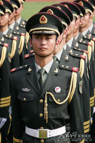 解放军总参 今年退役士兵07式军服将收回
