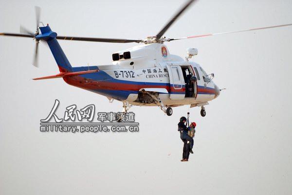s-76c+型救助直升机进入火灾现场