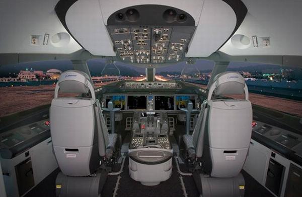 """波音787型""""梦想""""飞机的驾驶舱 图片:波音公司(boeing photo)"""