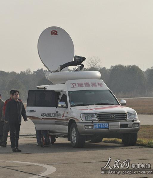 组图:江西电视台卫星直播车就位 (2)