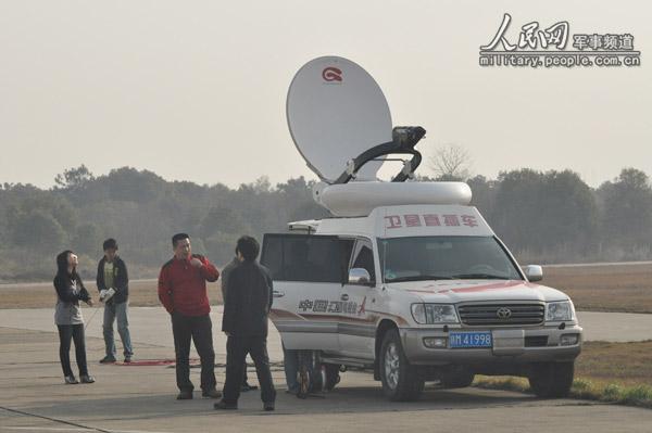 组图:江西电视台卫星直播车就位