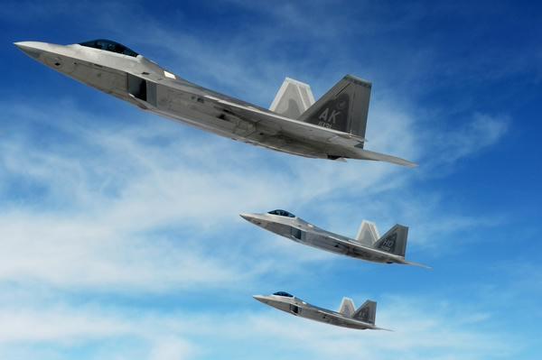 美国空军f-22型战斗机编队飞行 图片:美国空军(us air force photo)