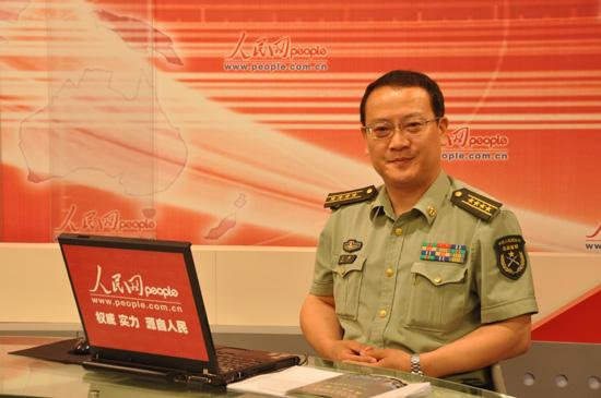 6月11日上午,中国人民解放军装甲兵工程学院政治部主任王励大校做客人民网,就军校招生等情况跟网友在线交流。