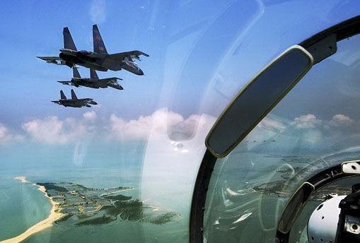 飞越远海上空的中国空军苏-27型战斗机编队      图片:中国空军(摄影:沈玲)