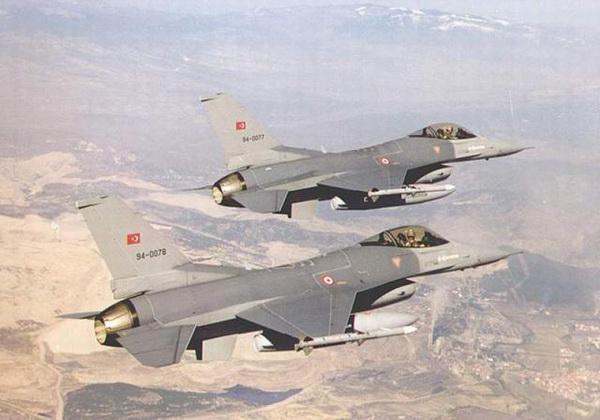 土耳其空军两架F-16C  Block 50型战斗机编队飞行      图片:土耳其空军(TUAF photo)