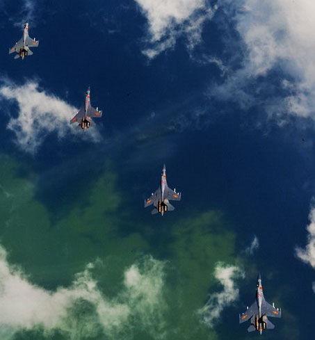 中国空军苏-27型战斗机编队飞临远海      图片:中国空军(摄影:沈玲)