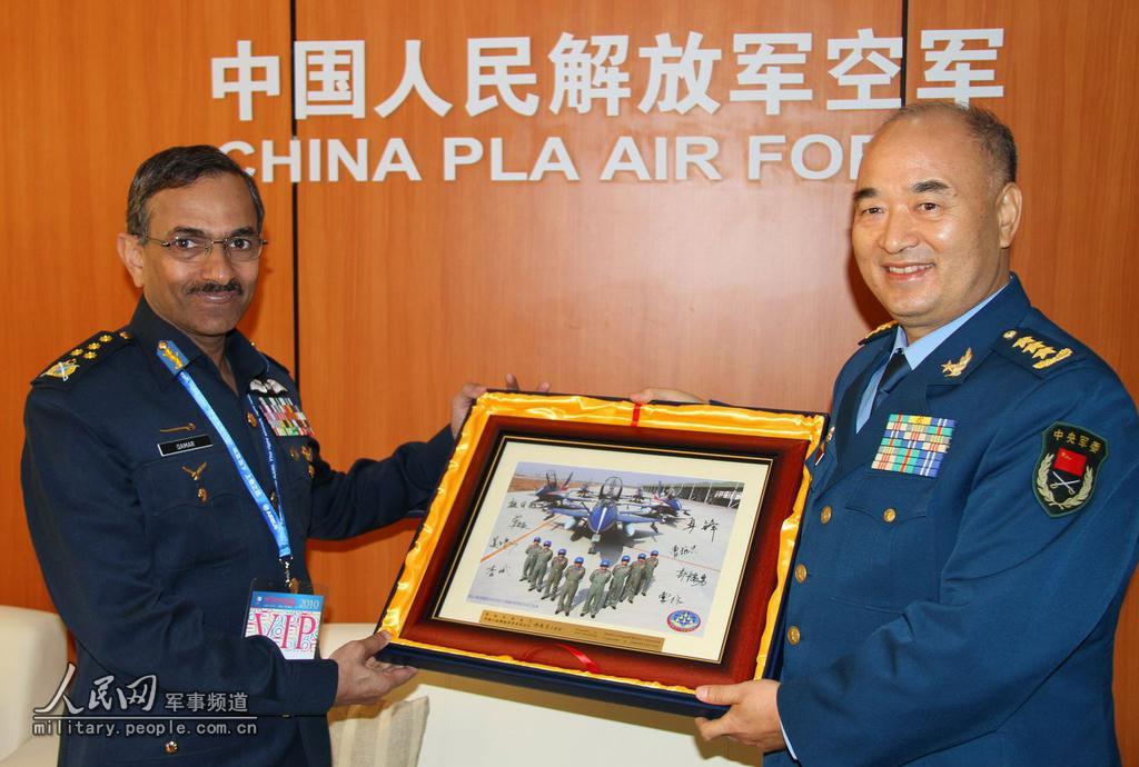 高清图集 中国空军司令员许其亮会见七国空军领导人图片