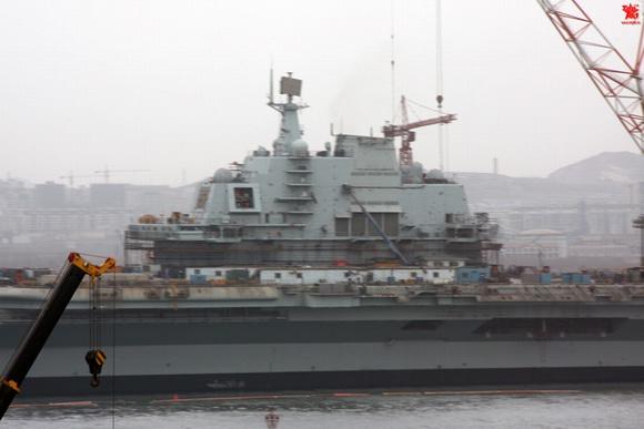 组图:中国巨舰即将出航 圆我70年航母梦(14)