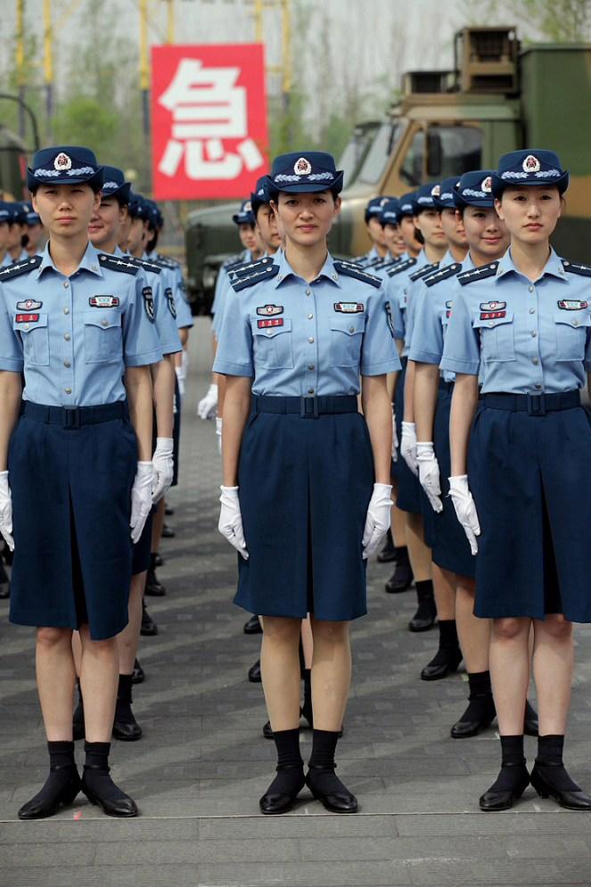 月26日,全军07式预备役军服换装仪式上穿著空军预备役部队夏装的图片