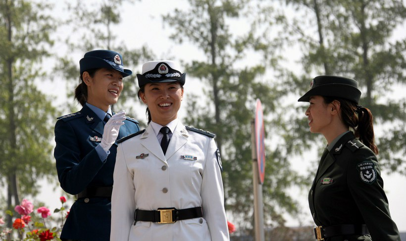 月12日,穿著07式预备役军服的女军人.-高清 07式预备役军服换装图片