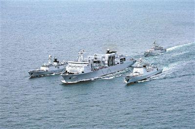 海军某作战支援舰支队开展实战化综合补给演练