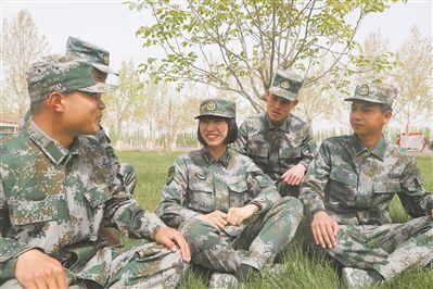 """21岁的新任女排长吴文煜上高原驻训3个月通过战士心里的""""任命"""""""